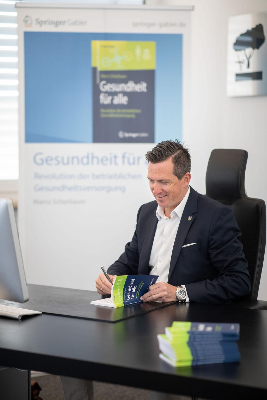 Autor Marco Scherbaum Buch signieren Gesundheit für alle - Revolution der betrieblichen Gesundheitsversorgung Springer Verlag 2019